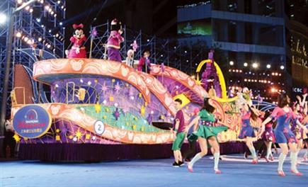海旅游节开幕 迪士尼花车首秀 附照片