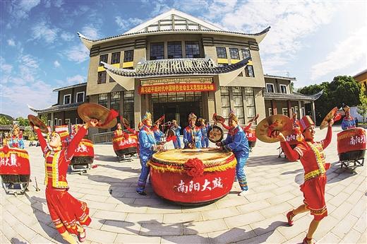 横县南山白毛茶,武鸣火龙果)与当地旅游产业发展相关.